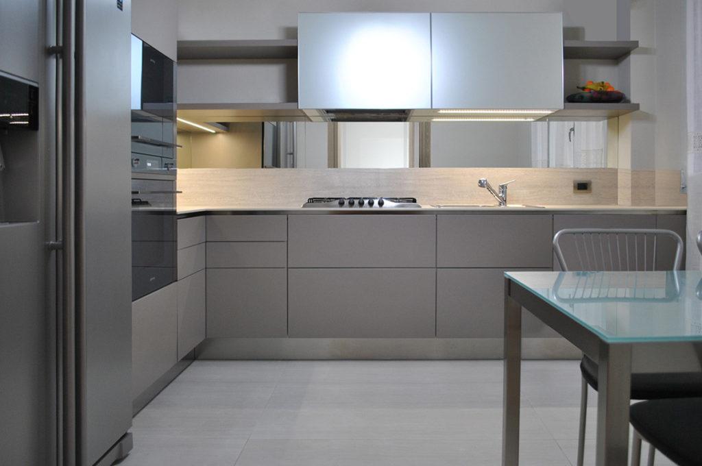 Cucina in laccato opaco e tortora alberticasador - Cucina color tortora ...